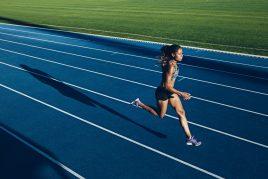 Athlet auf Rennbahn